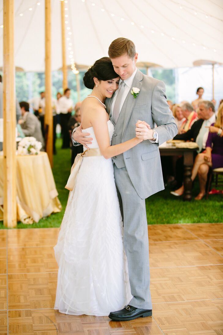 During the reception, Carey made her bridal look a little more fun by tying a gold ribbon around her waist.