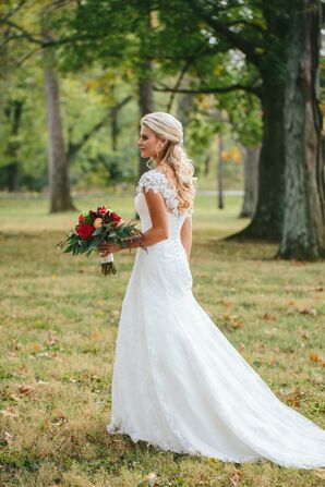 Elegant Lace Wedding Dres with Illusion Cap Sleeves