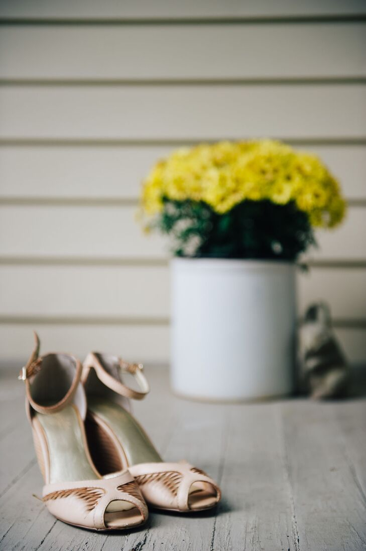 Liza wore a pair of neutral-colored shoes by Seychelles on her wedding day. The shoe was open-toed and tied around the ankle.