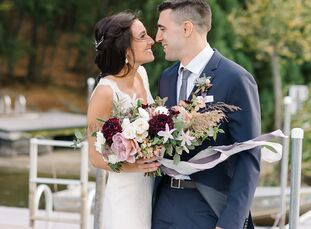 When medical residents Elizabeth (Lizzie) Vessio (27) and James (Jamie) Schiffenhaus (28) searched for their wedding venue, a cozy, relaxed vibe was a