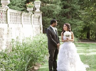 The rich history and beautifully landscaped grounds atStan Hywet Hall & Gardens in Akron, Ohio, created the ideal romantic setting for these elegant