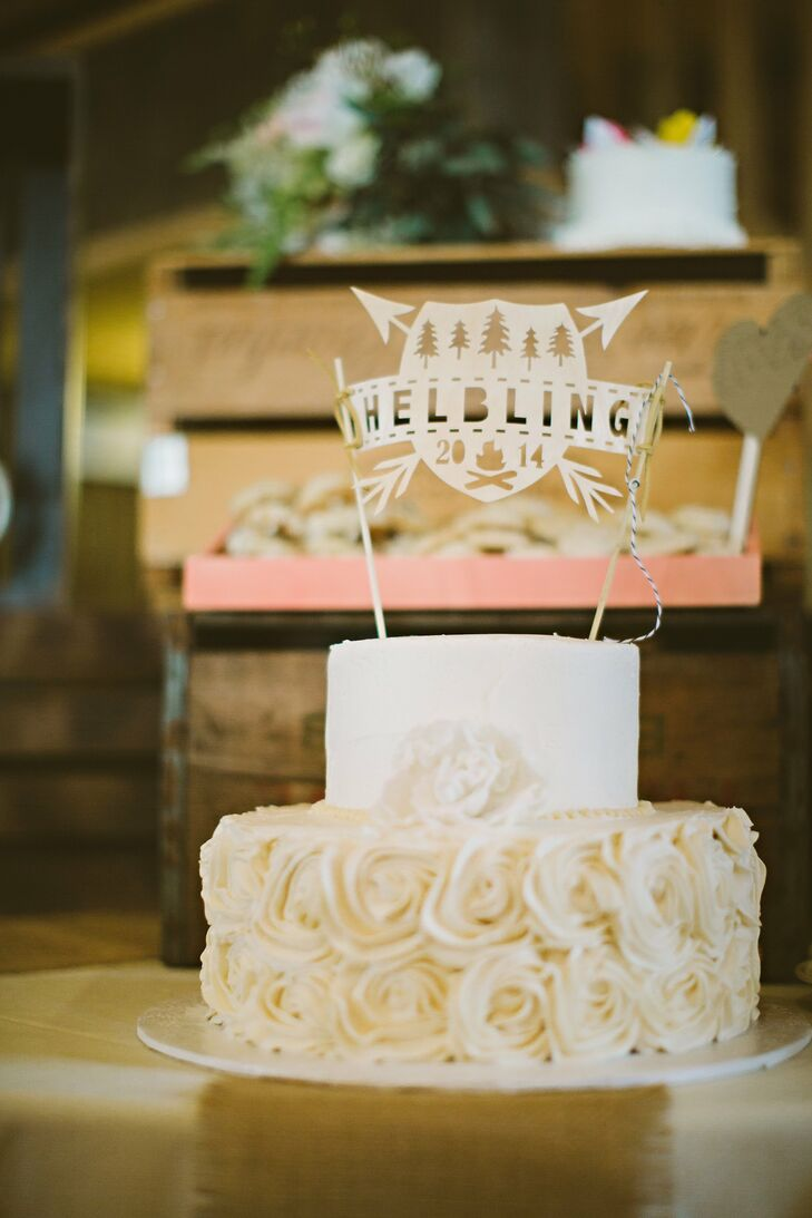 The couple's simple two-tier white cake was decorated with frosting roses around the base.
