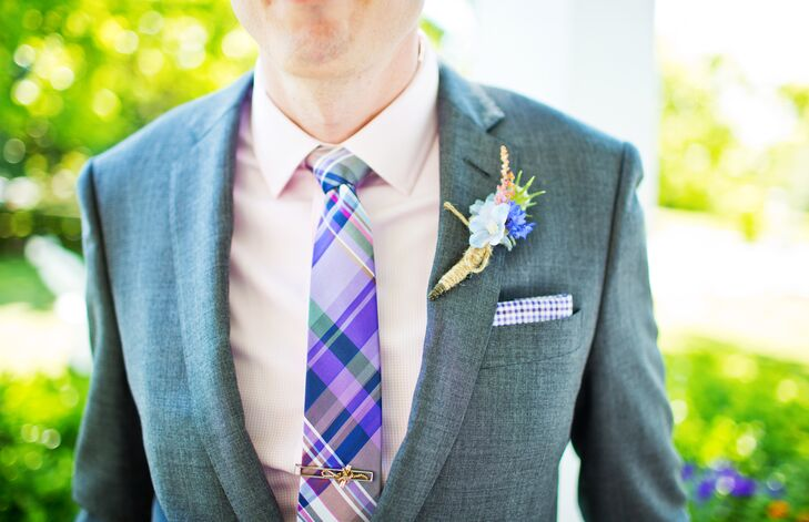 Ben wore a light gray suit, paired with a pale pink gingham shirt and a plaid tie,that reminded them of a Southern picnic.