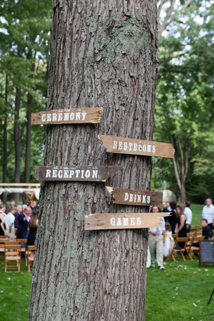 Reception Pallet Signs With White Lettering