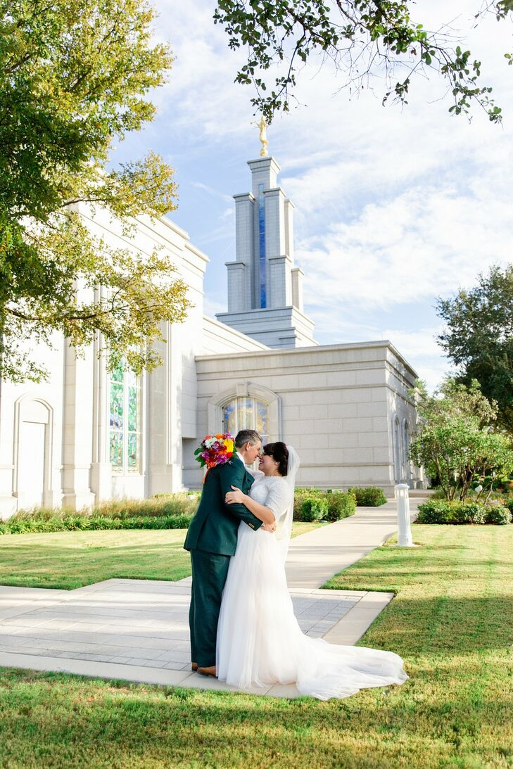 Classic Couple at the San Antonio Temple in Texas
