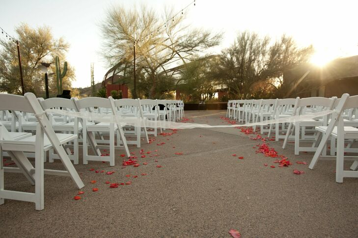 The ceremony was held at Desert Botanical Garden in Phoenix, surrounded by a unique landscape and desert blooms.