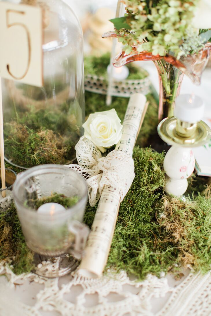 Centerpieces ranged from rolled-up sheet music to vintage books and antique candelabras paired with natural moss.