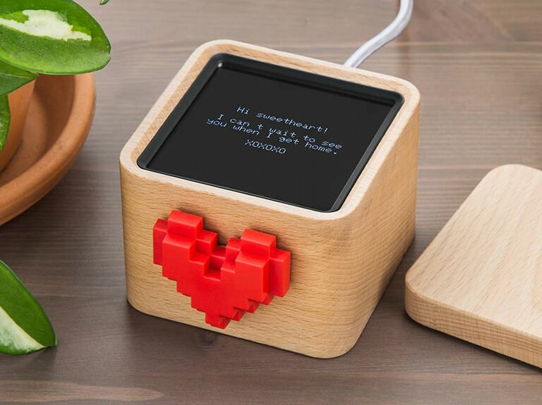Digital love note messenger