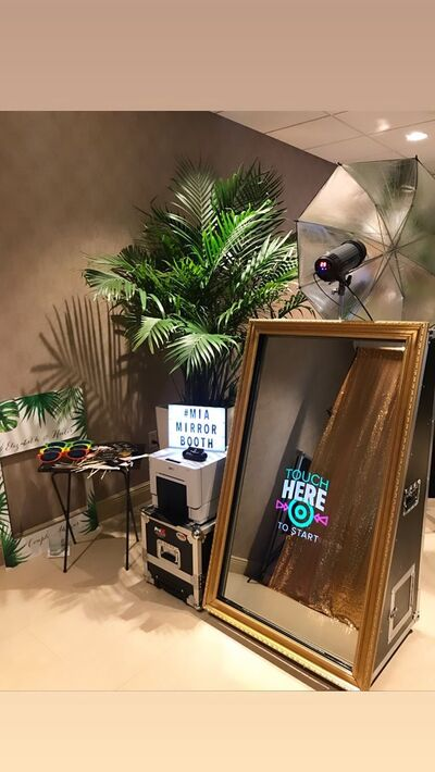 M.I.A Mirror Booth