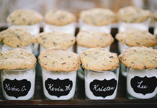 Wedding milk and cookies