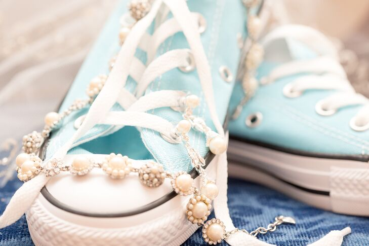 f91035f6150c Lauren kept it casual with a pair of Converse sneakers as her  something  blue
