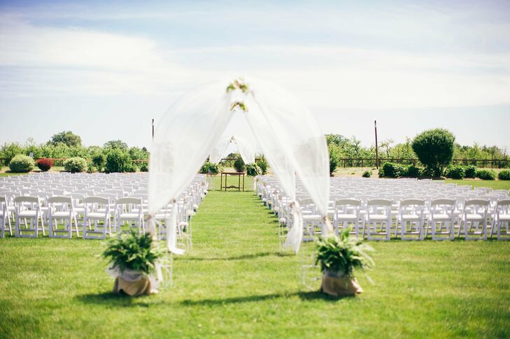 The couple exchanged vows at the Royal Oak Farm Orchard outside in front of 230 guests.