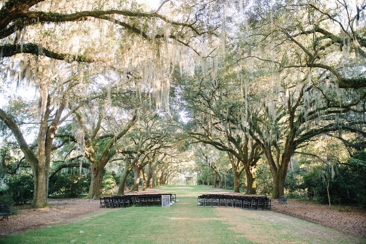 Taking advantage of the good weather and the setting's charming natural landscape, Jaci and Kyle hosted the ceremony outdoors. The Row of Oaks at Legare Waring House offered the perfect setting for the event, the canopy of Spanish moss-covered trees giving the space an intimate, whimsical feel.