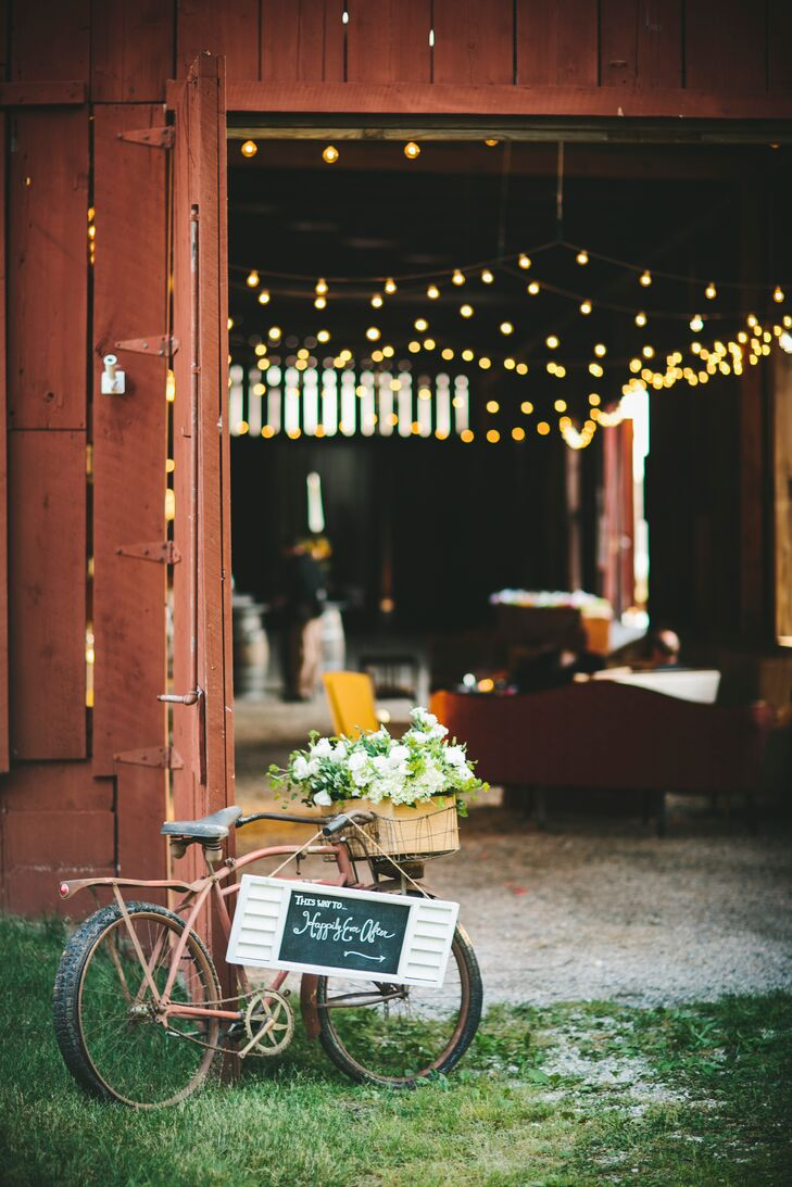 """An old bicycle leaned against the barn door, with a wine box that dripped with white lisianthus,"""" Jess says. """"A sign hung from the bike signed by yours truly, and through the doors, the string lights softly complemented the sun's rays."""""""