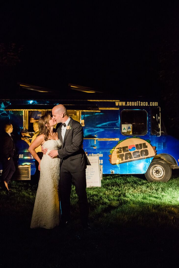 One of the couple's favorite food trucks served guests snacks later in the evening.