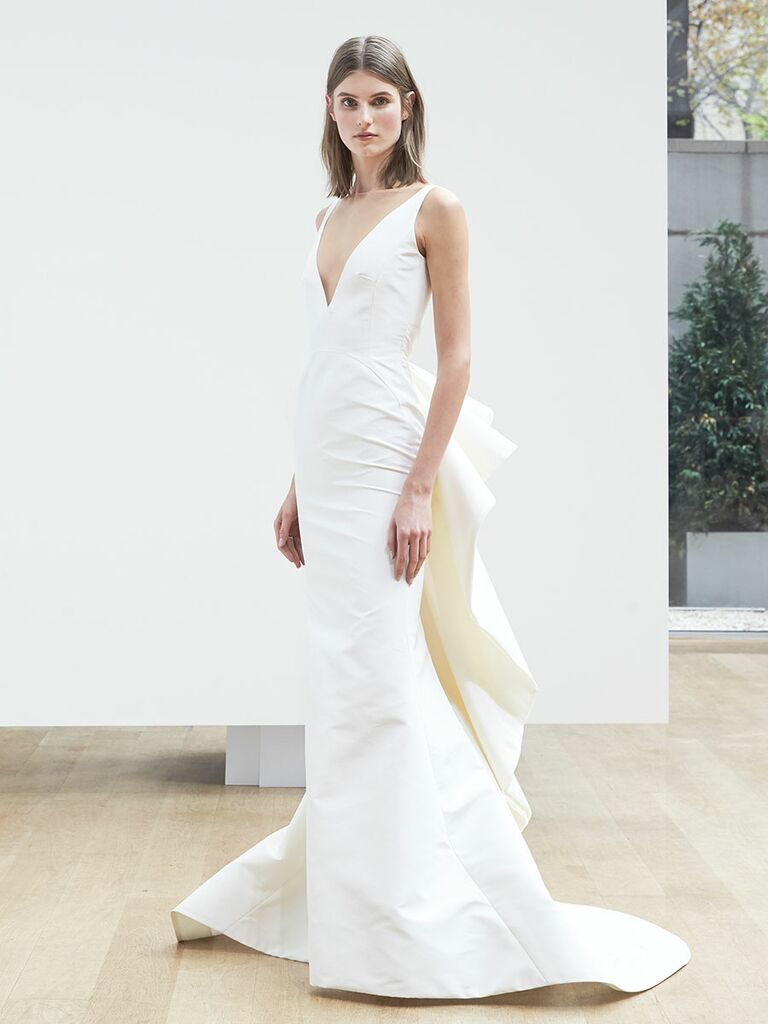 Oscar De La A Spring 2018 Sleeveless Trumpet Gown With Deep V Neck And