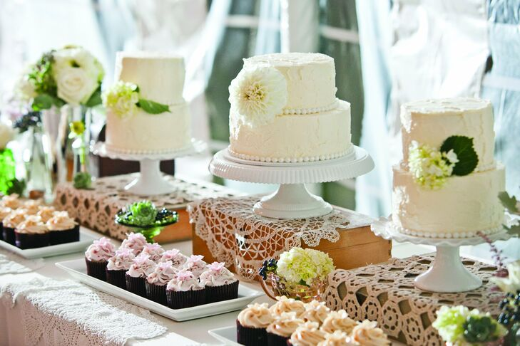 Wedding Cake Table.Cake And Cupcake Table