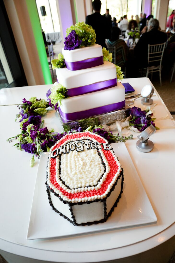 """As Brian is an Ohio State the couple chose a fun geometric Ohio State-inspired groom's cake and """"Hang on Sloopy Sangria"""" as their signature drink."""