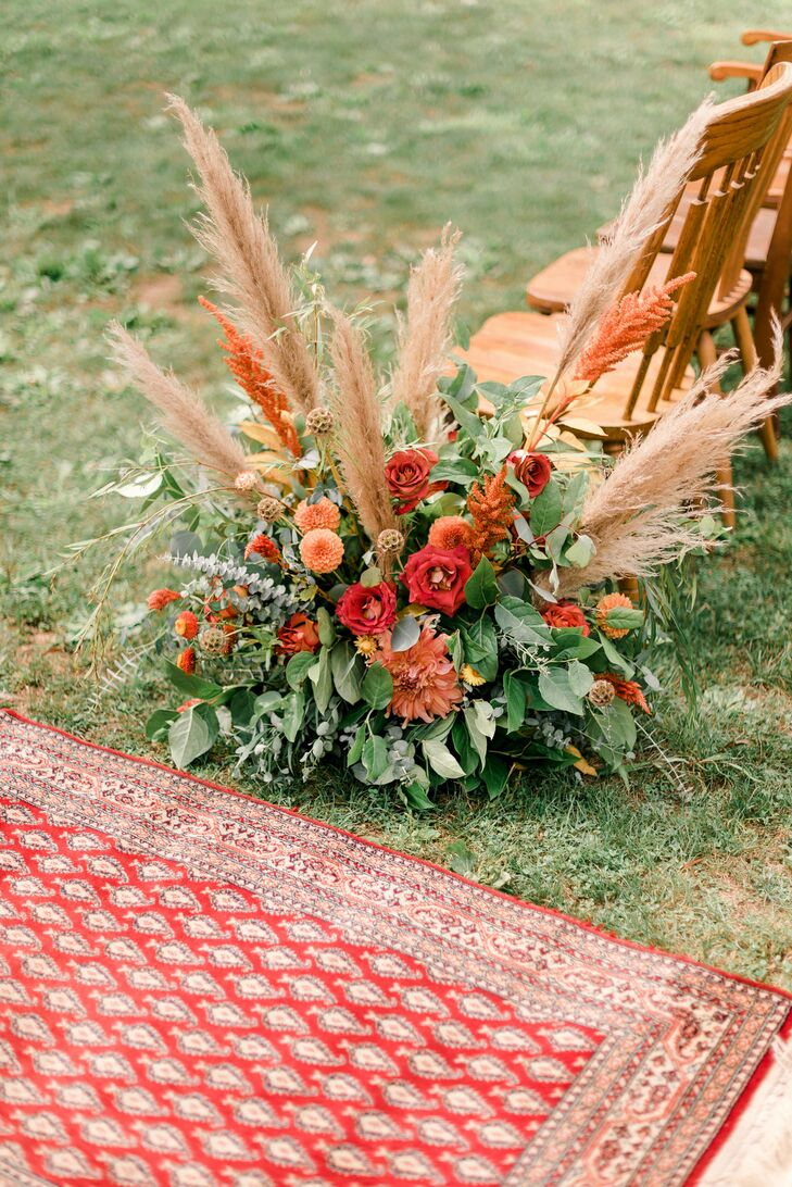 Bohemian Aisle Flower Arrangement with Lisianthus, Dahlias and Pampas Grass