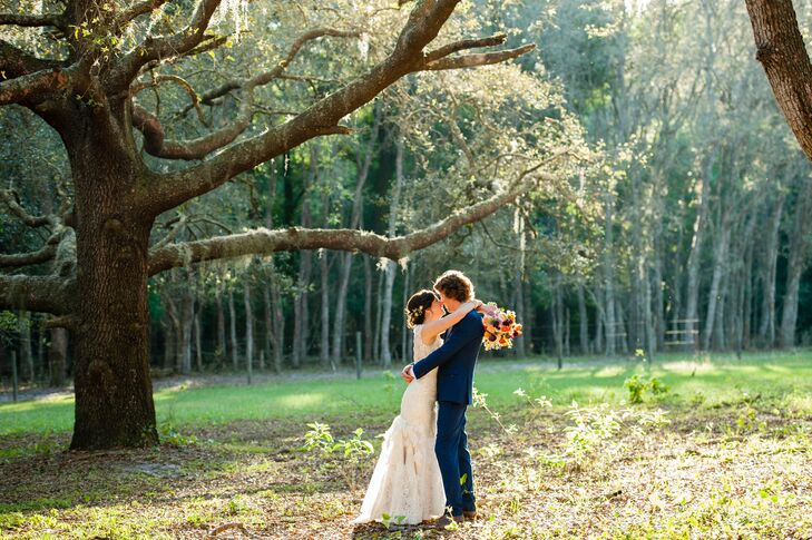 Sarah Yoho (32 and a physician's assistant) and Sean Erwin (33 and an adjunct art professor) made sure their shabby-chic wedding in DeLand, Florida, w