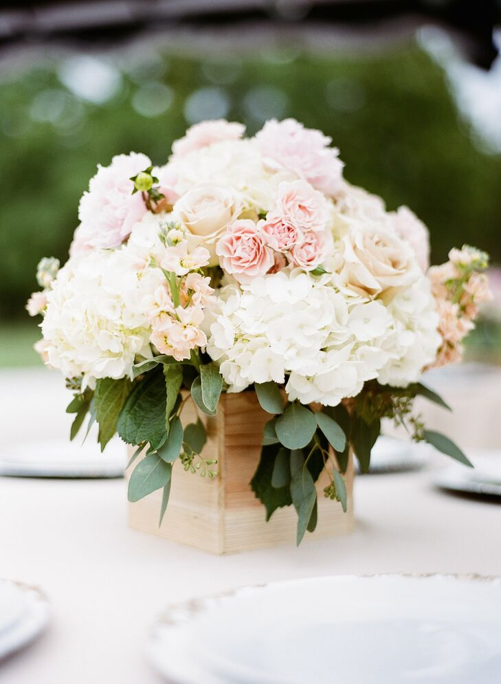 Wooden planter boxes gave the the hydrangea and rose centerpieces a simple, organic look.