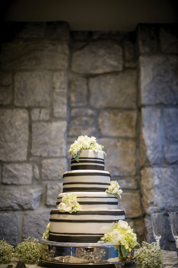 The ivory fondant cake was wrapped with charcoal-gray fondant ribbon.