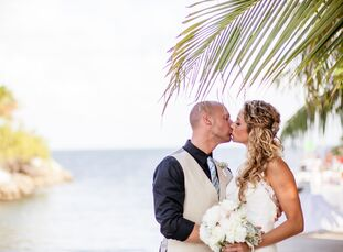 Jessica Hober (27 and a real estate agent) and Matthew Hazel (33 and a real estate agent) chose the Key Largo Lighthouse for their special day. The co