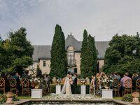 Elegant wedding theme at outdoor estate venue