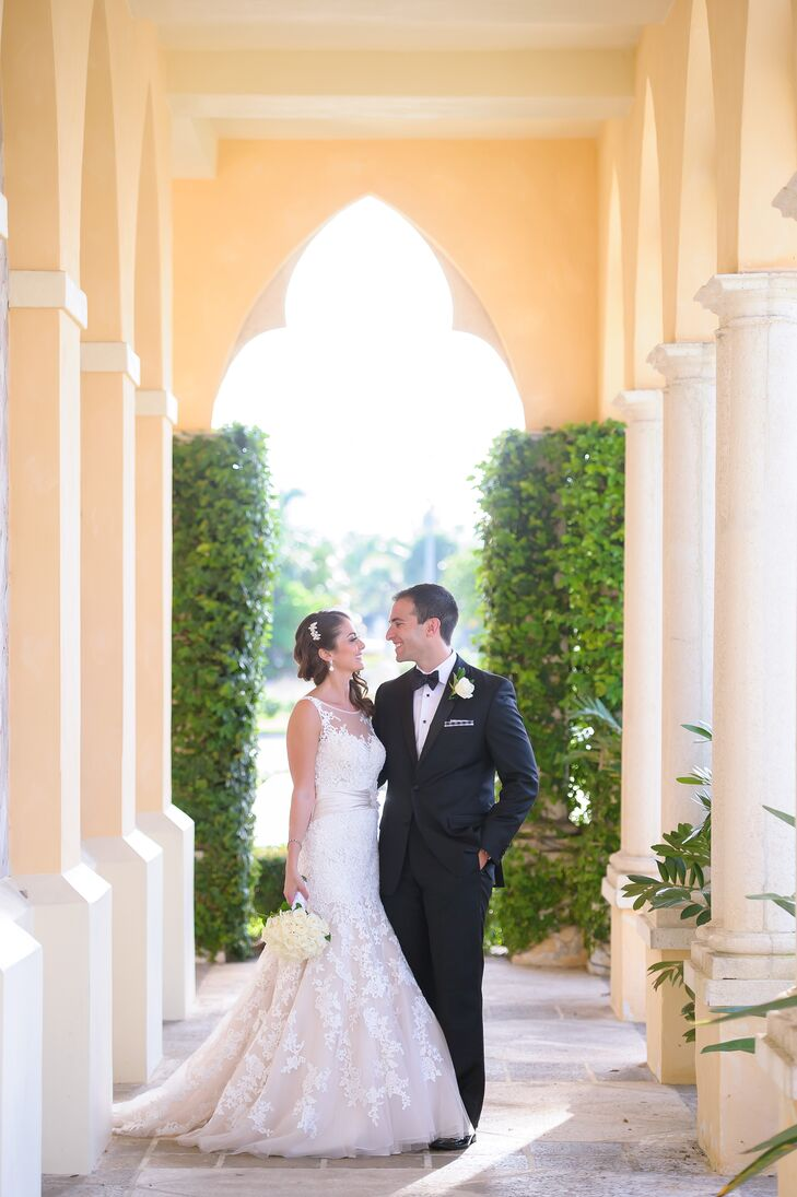 From the all-white florals to the chiffon-draped chuppah, everything about Melissa Samowitz (28 and an accountant) and Derek Goldsmith's (28 and an at