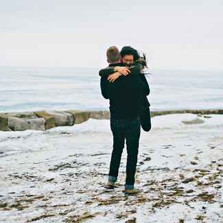 Chicago engagement photography next to Lake Michigan