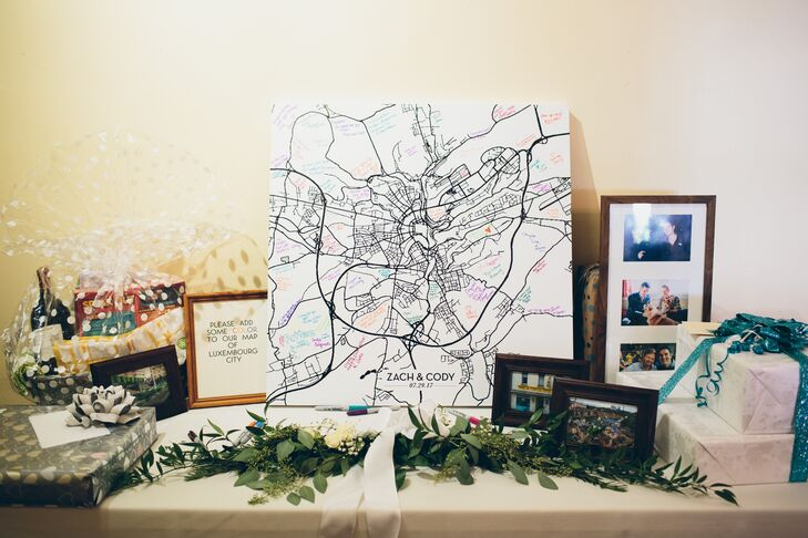 Gift Table with Illustrated Map Guest Book for Honeymoon Travel