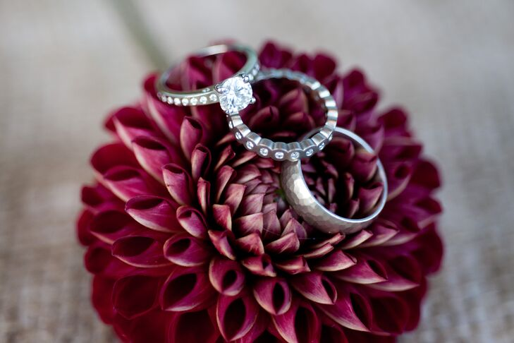 Round-Cut Diamond Engagement Ring, Simple Band