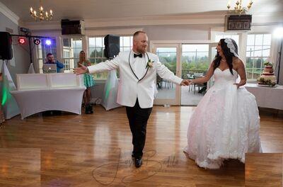 DJ Justino Wedding Expert & Photo Booth Specialist