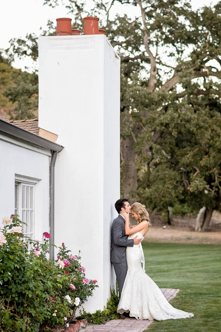 The spacious lawn at Triunfo Creek Vineyards in Agoura Hills, California, was the perfect fit for this elegant wedding with a rustic twist, which was
