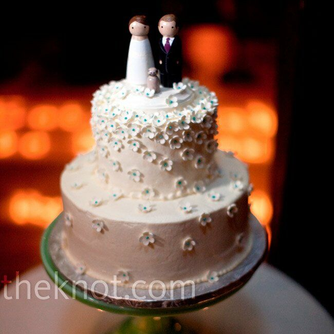 The couple ordered a small two-tiered buttercream cake for their cutting and finished it off with custom cake toppers that looked like Christine, Ryan and, of course, Nuala.