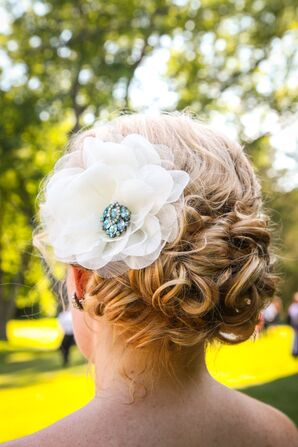 Large White Floral Hair Accessory