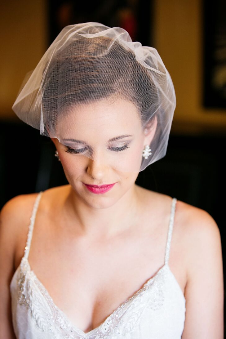 Lindsey wore a simple white tulle blusher that covered her face for the ceremony, which went with her classic wedding day look.