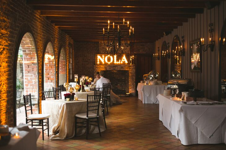 The reception venue, French Quarter restaurant Broussard's, hosted New Orleans–themed food stations that included jambalaya and crawfish.
