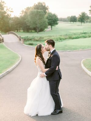 Traditional Bride and Groom at Fiddler's Elbow Country Club