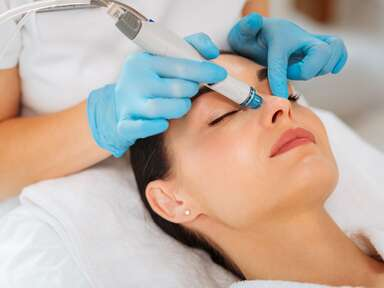 woman getting dermalinfusion facial