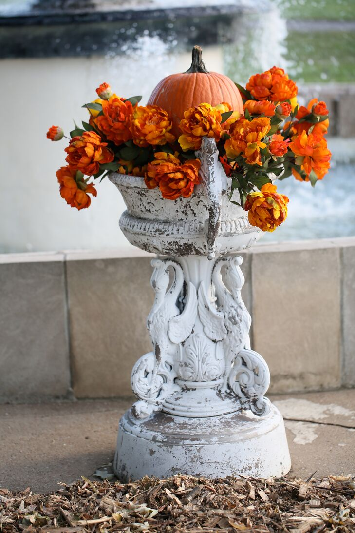 Fall-Themed Ceremony Decor
