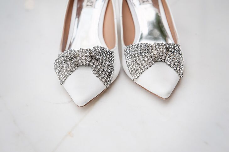 The crystal bows on Francesca's shoes remind us of a Christmas present! How appropriate!