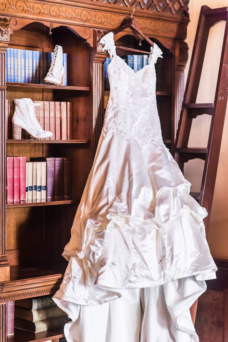 Originally wanting to choose her sister's wedding dress to save money, Chantley decided on a mermaid style dress that still had ballroom gown feel at the bottom of the dress.