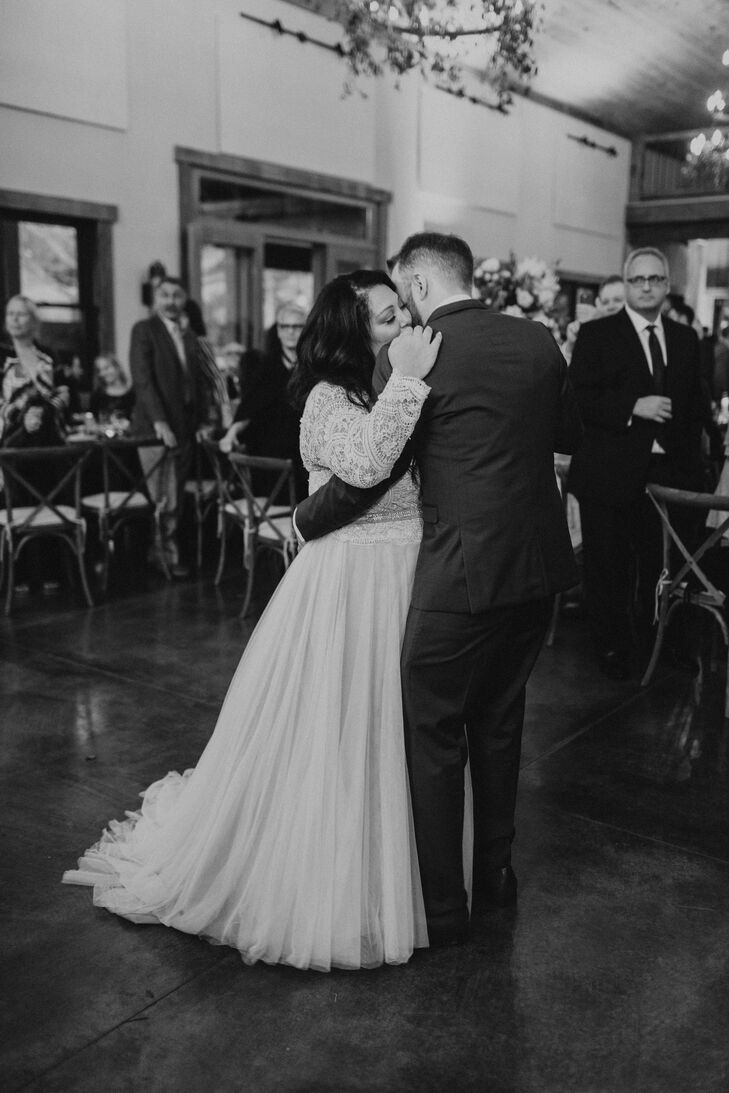 Couple's First Dance at Gladden Farms in Watertown, Minnesota