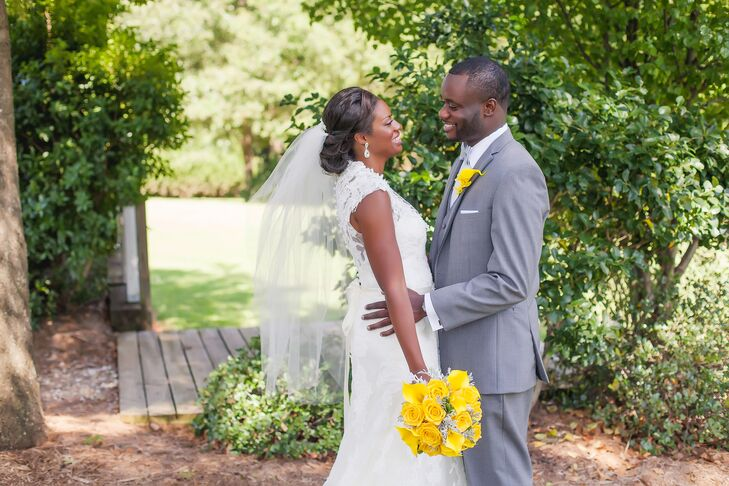 Yellow here, there and everywhere! Pops of the warm hue decorated details at these classic nuptials between Jinitza Daniel (30 and a budget analyst) a