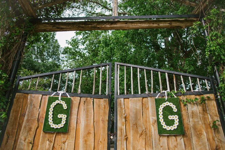 The gates to the ranch were hung with two monogrammed daisy signs, signifying the couple's last names.