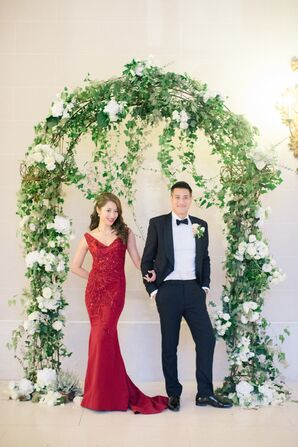 Garden-Inspired Ivy and White Rose Wedding Arch