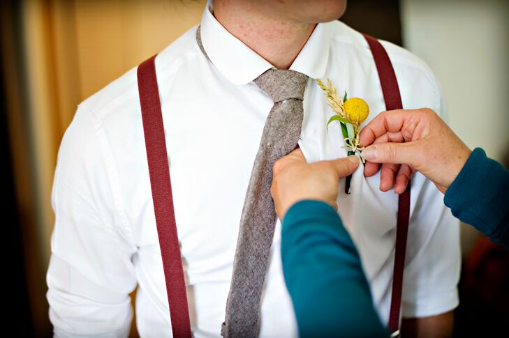 The groomsmen wore a single yellow billy ball for the boutonniere, adding a bright rustic touch to their wedding style.