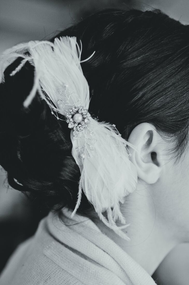 Elegant Feather Hair Accessory