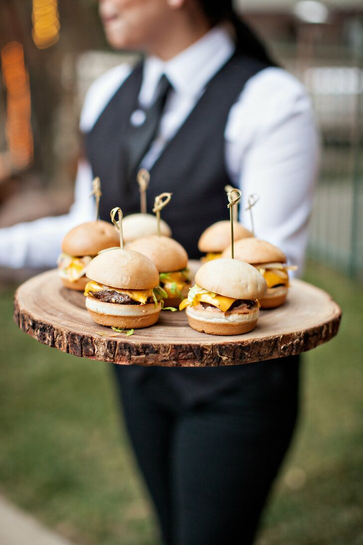The couple served up classic comfort food like cheeseburger sliders during cocktail hour.